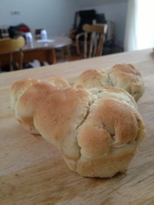 Herb pull-apart rolls