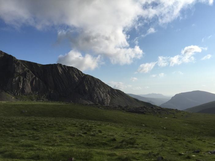 Cliffs over Llyn Du'r Arddu